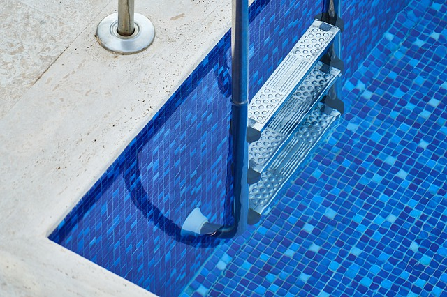 schody do bazénu