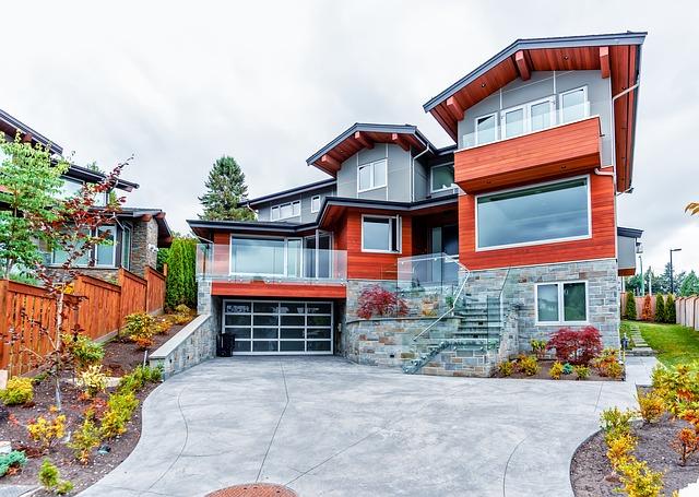 rodinný dům s garáží se skleněnými vraty