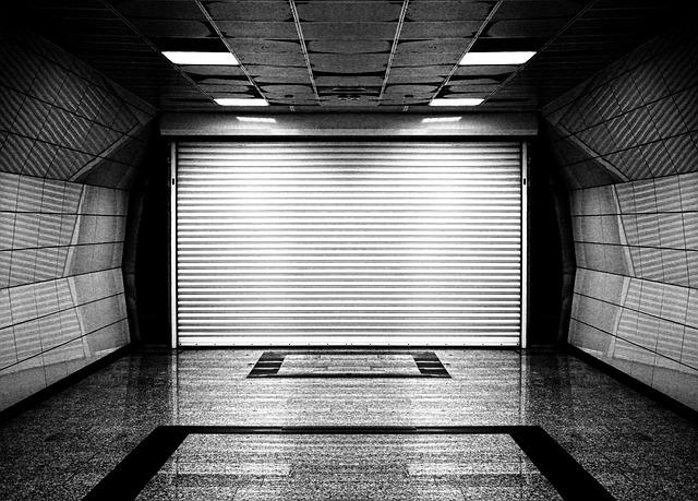 sekční garážová vrata v podzemní garáži