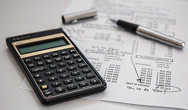 práce v podobě obtížných výpočtů financí