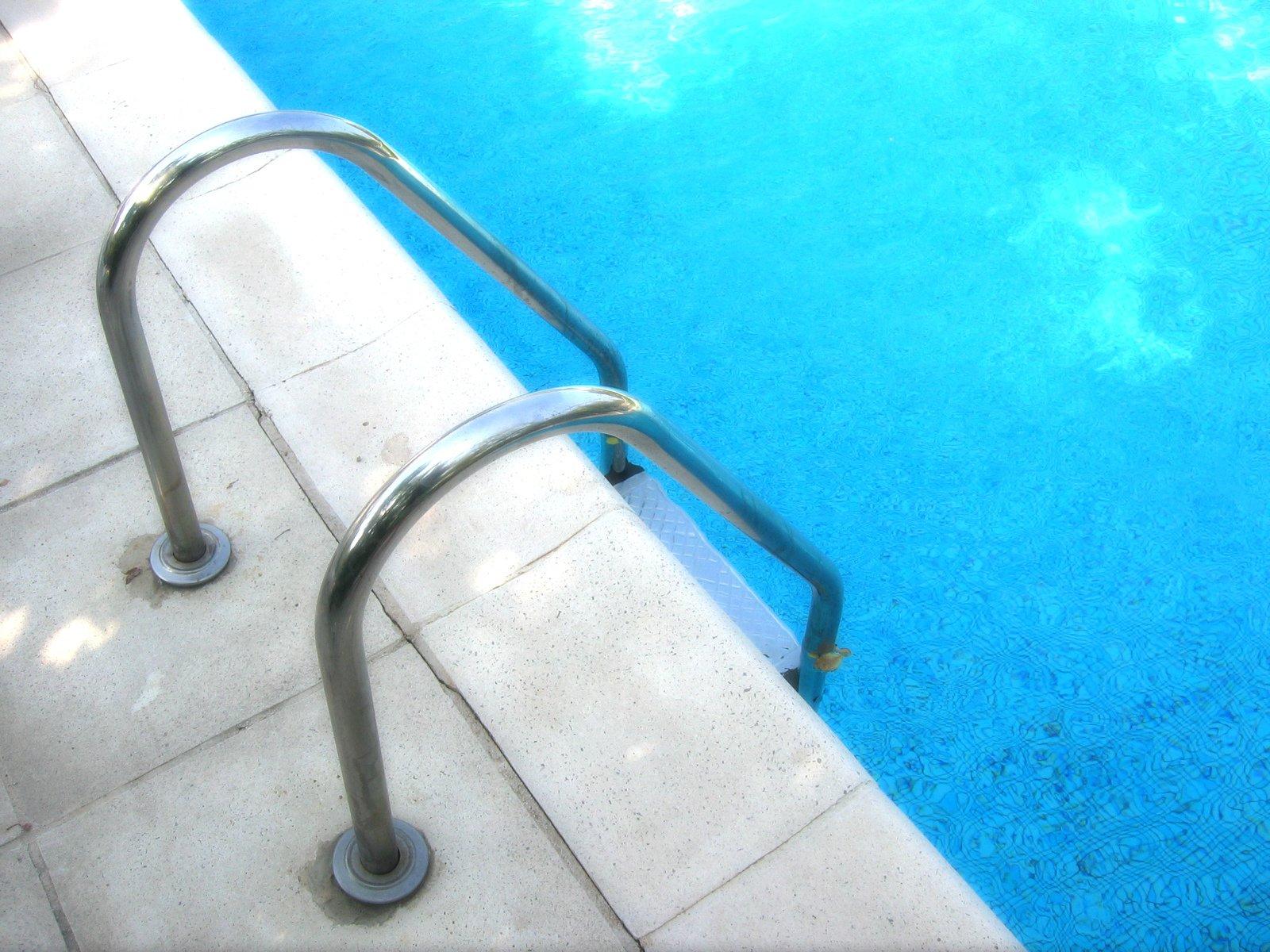 schůdky bazén